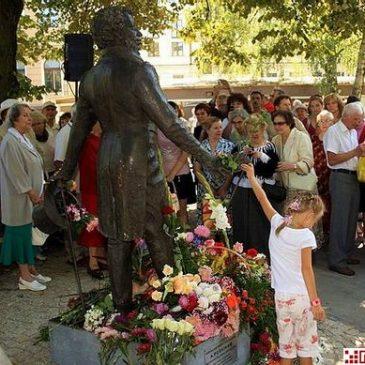 Открытие памятника к 2010 году поэта (22 августа 2009г.)
